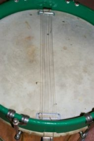 detail of lower head/nylon snares